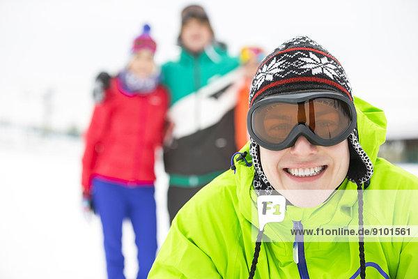Portrait Winter Mann Freundschaft lächeln Hintergrund jung