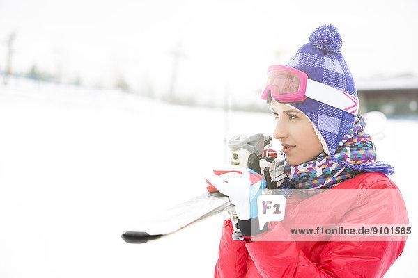 Außenaufnahme Frau Ski Schönheit tragen jung freie Natur