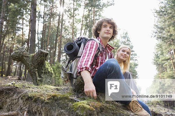 Entspannung  Wald  wandern  jung