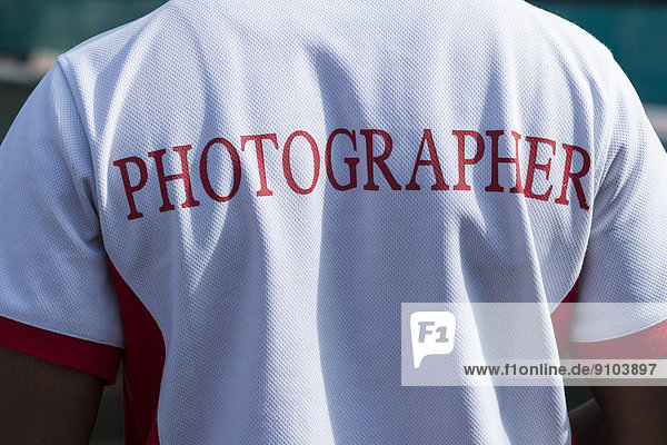 'Hemd mit dem Schriftzug ''Photographer''  Englisch für ''Fotograf''  Freizeitpark Wonderla  Bangalore  Karnataka  Indien'