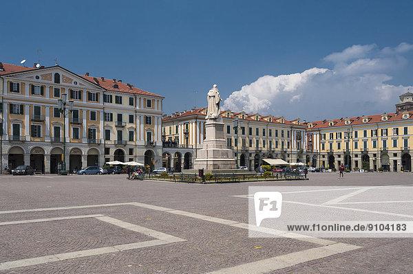 Der Platz Piazza Tancredi Galimberti  Cuneo  Piemont  Italien