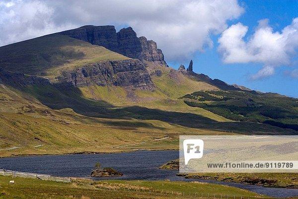 Felsbrocken  See  Isle of Skye