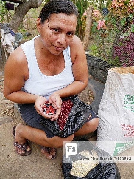 5  Ehefrau  Samen  Bank  Kreditinstitut  Banken  El Salvador