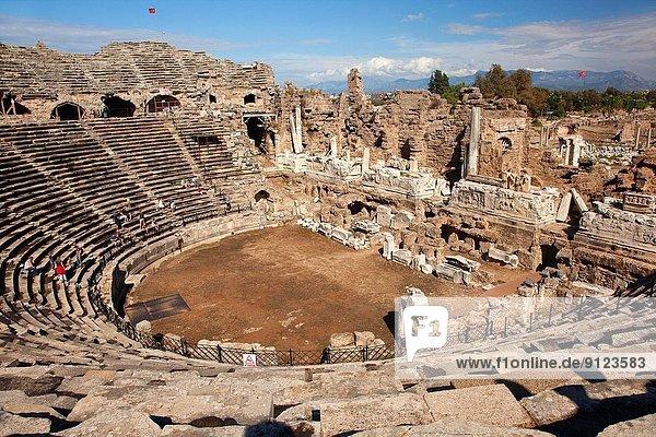 Truthuhn  Europa  Großstadt  Antiquität  Theatergebäude  Theater  Seitenansicht  antik  römisch  Türkei
