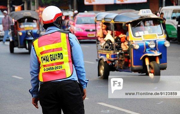 Bangkok  Hauptstadt  Chaos  Offizier  Polizei  thailändisch  Straßenverkehr