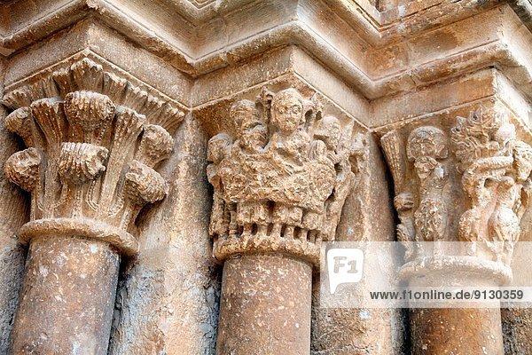 Kirche Dorf Säule Romanik Spanien