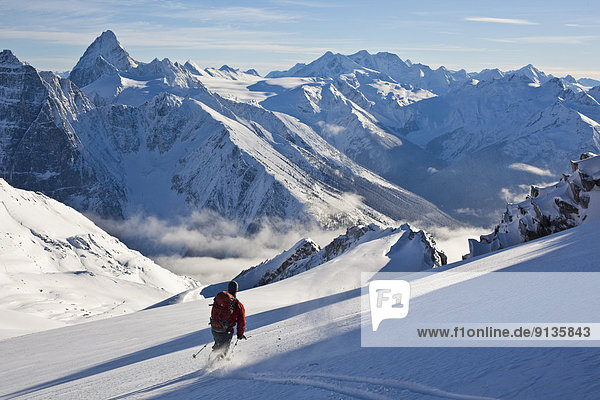 Skifahrer  Skisport  Gesichtspuder  Vollkommenheit  Rogers Pass  Glacier Nationalpark