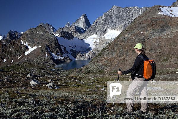 sehen  See  Kirchturm  wandern  Bugaboo Provincial Park  The Bugaboos  British Columbia  Kanada