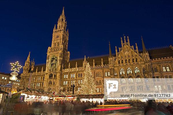 Außenaufnahme  Europa  Halle  Großstadt  Weihnachten  Markt  München  Bayern  Christkindlmarkt  Abenddämmerung  Deutschland  Marienplatz  neu