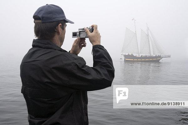 Segeln  Hafen  Mann  Fotografie  Nebel  Schiff  groß  großes  großer  große  großen  Navigation  Festival  Halifax  Nova Scotia  Neuschottland  Lösegeld  dicht