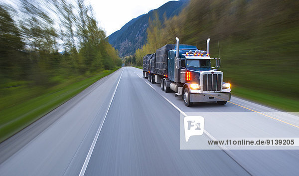 Transport  Fernverkehrsstraße  Lastkraftwagen  Süden  Hoffnung