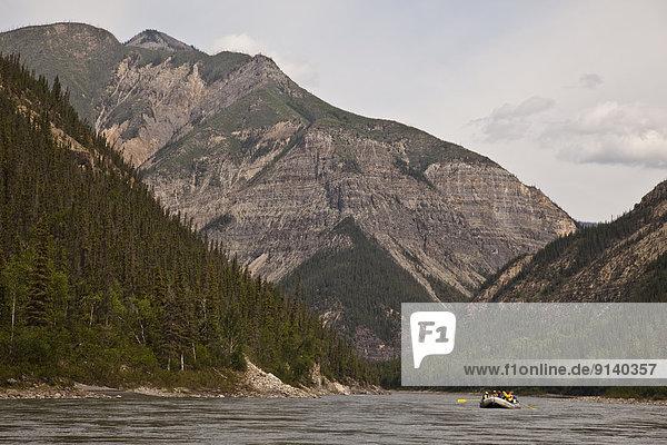 Fluss  Northwest Territories  3  Kanada  Schlucht  Floß