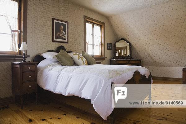 Lifestyle Boden Fußboden Fußböden Wohnhaus Schlafzimmer Nachbarschaft sehen bauen Obergeschoss Führung Anleitung führen führt führend kanadisch Lanaudière Kanada alt Quebec