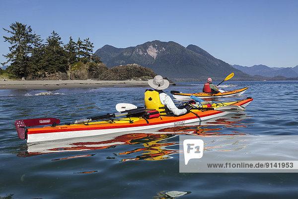 nähern Insel Kajakfahrer 2 Geräusch British Columbia Kanada Vancouver Westküste