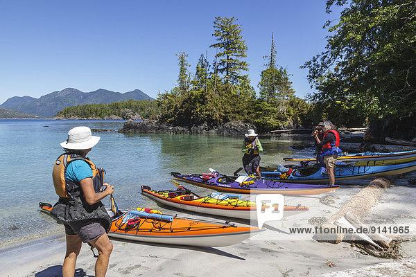 ankommen Insel Kajakfahrer Ländliches Motiv ländliche Motive Rose britisch Kanada Westküste