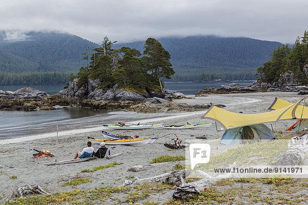 Lagerfeuer Tag Entspannung Insel paddeln 2 zeigen britisch Kanada Westküste