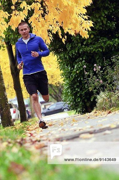 Mann  Weg  rennen  British Columbia  Kanada  Innenstadt  Vancouver