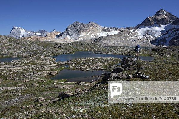 hoch  oben  See  wandern  Ländliches Motiv  ländliche Motive  Rocky Mountains  British Columbia  Kanada  Kalkstein