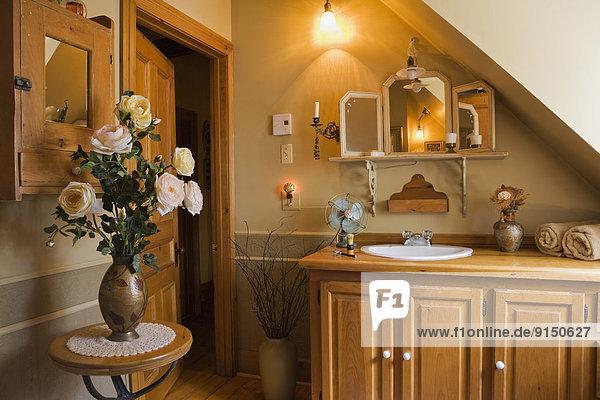 Wohnhaus Badezimmer Ländliches Motiv ländliche Motive innerhalb Nachbarschaft kanadisch Kanada alt Quebec