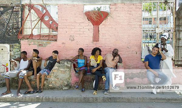 Havanna  Hauptstadt  Städtisches Motiv  Städtische Motive  Straßenszene  Straßenszene  Mann  Kuba  Haar