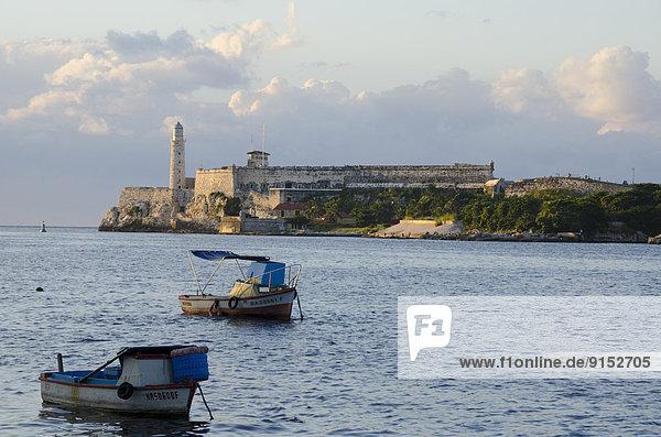 Havanna  Hauptstadt  Eingang  Festung  Wachmann  Sehenswürdigkeit  Bucht  Kuba
