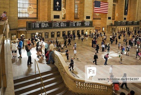 New York City  Fotografie  Attraktivität  über  bringen  füllen  füllt  füllend  beschäftigt  Ehrfurcht  Tourist  Hintergrund  Besuch  Treffen  trifft  Fahrschein  Gast  Nummer  Mittelpunkt  nähern  6  Zeichnung  Wartehalle  Million  Haltestelle  Haltepunkt  Station