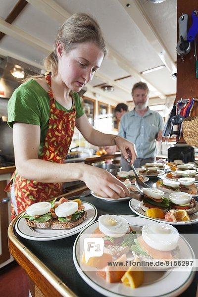 Vorbereitung  warten  Gast  Lachs  Broughton Archipelago  British Columbia  Kanada