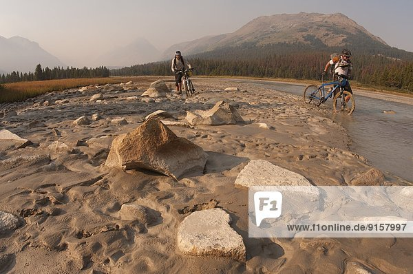 Berg  Tagesausflug  groß  großes  großer  große  großen  Bach  Spruce Lake Protected Area  British Columbia  Kanada