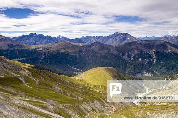 Val dal Botsch  dahinter Adamello und Bernina  Schweizer Nationalpark  Graubünden  Schweiz Val dal Botsch, dahinter Adamello und Bernina, Schweizer Nationalpark, Graubünden, Schweiz