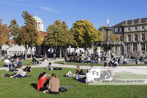 Schlossplatz mit Brunnen und Kunstgebäude  Stuttgart  Baden-Württemberg  Deutschland