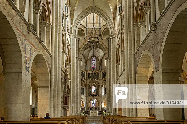 Hauptschiff des spätromanischen Doms St. Georg oder Georgsdom  Limburg an der Lahn  Hessen  Deutschland