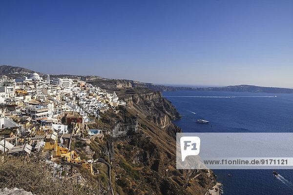 Griechenland  Kykladen  Santorini  Blick auf Thera und Caldera