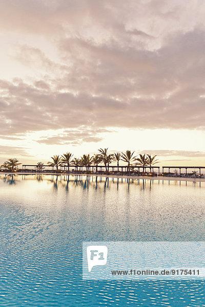 Spanien  Kanarische Inseln  La Palma  leerer Swimmingpool eines Hotels Spanien, Kanarische Inseln, La Palma, leerer Swimmingpool eines Hotels