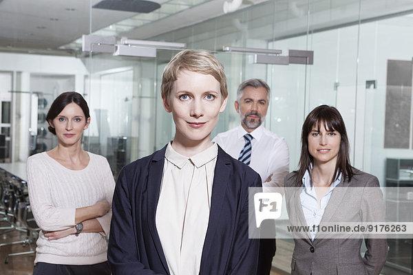 Deutschland  München  Gruppe von Kaufleuten im Amt
