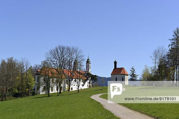 Deutschland  Bayern  Oberbayern  Bad Tölz  Kalvarienberg mit Leonhardikapelle