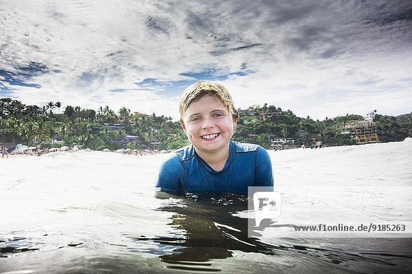 Europäer Junge - Person Ozean schwimmen