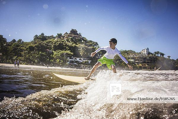 Junge - Person Ozean mischen Mixed Wellenreiten surfen