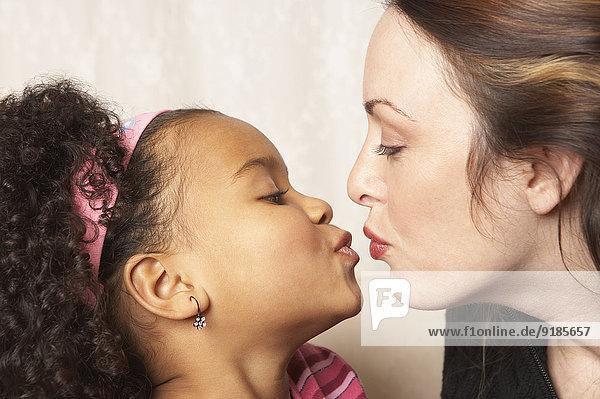 küssen Tochter Mutter - Mensch