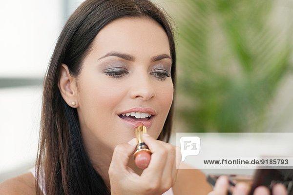 Nahaufnahme einer jungen Frau mit Lippenstift