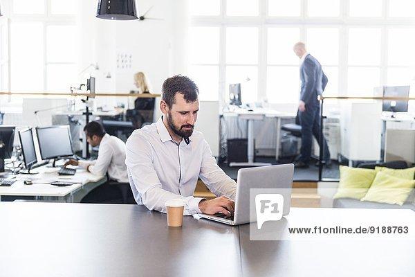 Geschäftsmann Büro Mittelpunkt Erwachsener