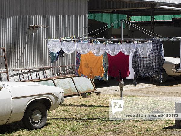 Wäschetrocknung auf Wäscheleinen im Freien