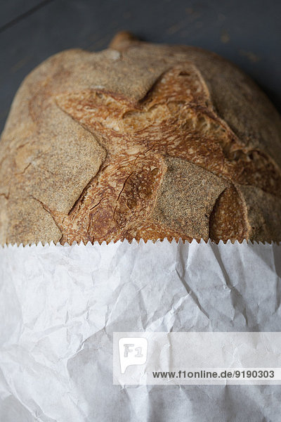 Brot in Papiertüte