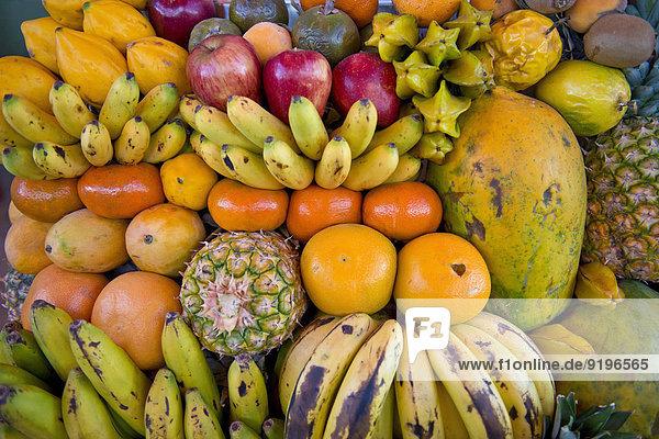 Verschiedene tropische Früchte  Obst zum Verkauf  Peru
