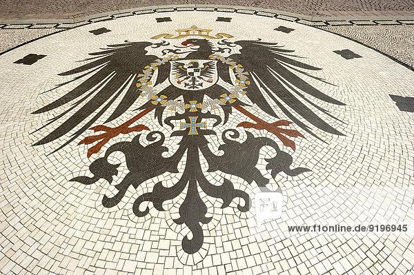 Mosaik  Reichsadler des deutschen Kaiserreichs ab 1888  Wappeninsel  Schlossplatz  Wiesbaden  Hessen  Deutschland