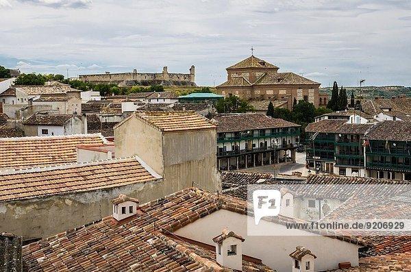 Palast Schloß Schlösser Kirche Dorf Ansicht Chinchon Spanien