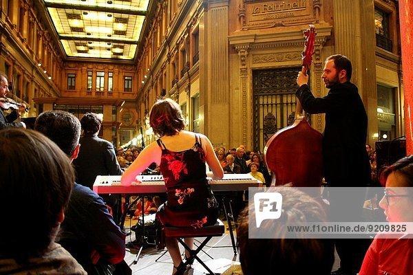 Anschnitt Rom Hauptstadt Abend Kultur Demonstration Italien Mai Tango