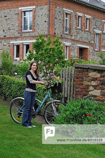 junge Frau junge Frauen Fahrrad Rad Geographie Champagner