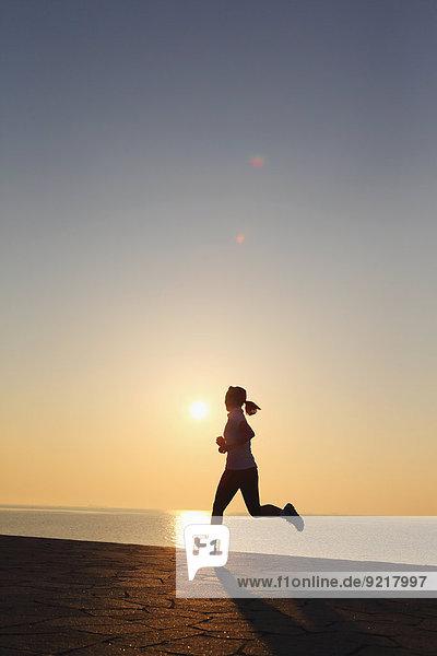 joggen jung Mädchen japanisch