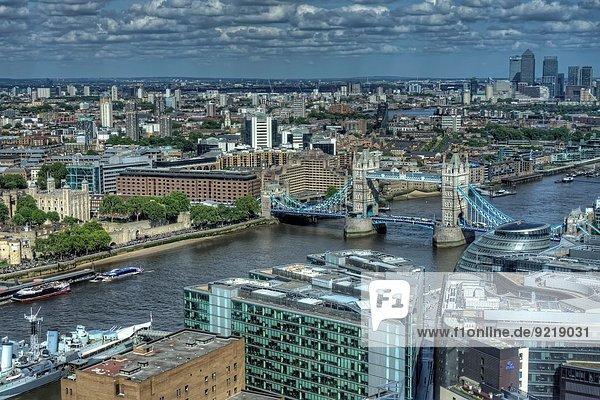 HDR-Bild der Tower Bridge und der Themse aus der 35. Etage des Shard.