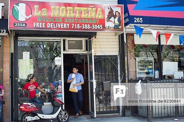 Ethnisches Erscheinungsbild beschäftigt Restaurant wechseln Mexiko Nachbarschaft Bewegung Zimmer Allee Brooklyn neu